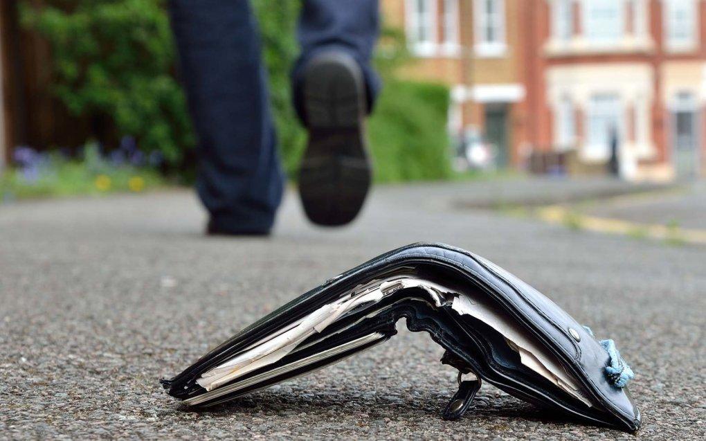 lost-wallet-street-LOSTWALLET1217.jpg